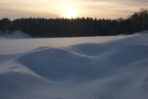Här under snön står hopphindret nu...
